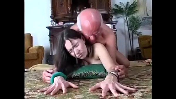 Gostosa Sexo com Stella Fox fudendo no cacete grande do avô picudo
