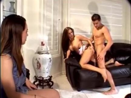 videosexoonline Namorada assistindo prostituta fudendo com seu amor