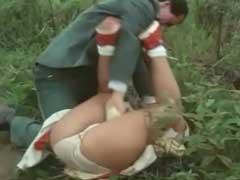 Violentadores de Meninas Virgens Estuprando no Meio da Estrada Deserta