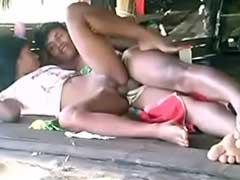 Neguinha Fudendo na Cabana com Indio Escondido